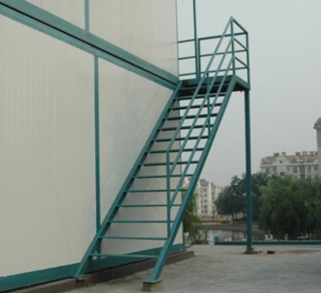 楼梯、铁床